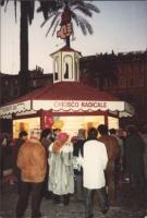 """""""Chiosco radicale a Piazza di Spagna durante la campagna de """"""""o lo scegli o lo sciogli"""""""" per arrivare a 10.000 iscritti entro il 1986."""" 1627bis"""