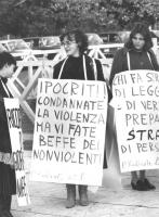 """""""Manifestazione radicale davanti al convegno nel palazzo dei Congressi all'EUR sull'Ordine Pubblico."""