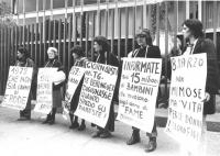 """""""manifestazione di donne radicali davanti alla sede della RAI TV di viale Mazzini."""