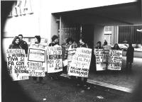 """manifestazione radicale, manifestanti, tra cui Valeria Ferro (prima a sinistra), Matilde Maciocia (seconda) e Francesca Capuzzo (terza da sinistra),"