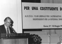 """Assemblea al Residence Ripetta """"per una costituente democratica"""" promossa da varie sigle tra cui l'ARCOD. Giacomo Marramao parla dalla tribuna."""