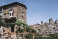 casa di Michele Miano (iscritto e militante del Movimento dei Club Pannella) a Vitorchiano con esposta la bandiera del Tibet.