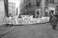 Manifestazione davanti al Senato, di radicali imbavagliati a favore della legge Gozzini sui permessi carcerari. Contro la politica dell'informazione c