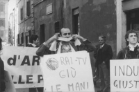 Manifestazione davanti al Senato, a favore della legge Gozzini sui permessi carcerari. Contro la politica dell'informazione che vuole eliminarli (BN)