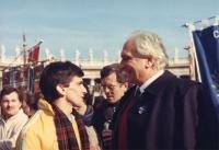 Marcia Natale '84. Pannella con Giovanni Negri, a piazza San Pietro.