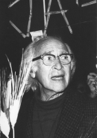 """""""Fiaccolata radicale """"""""contro lo sterminio per fame, per l'attuazione del manifesto appello dei premi Nobel"""""""". Il premio Nobel George Wald. Primo pian"""