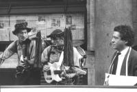 """""""Otto e Barnelli coi loro strumenti insieme a Marco Taradash manifestano davanti alla sede de """"""""Il Messaggero"""""""" per avere informazione per la lista an"""
