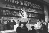 Presentazione del nuovo simbolo del PR transnazionale raffigurante Ghandi in occasione del 34° congresso del PR. Il congresso bocciò, ed anzi fischiò