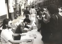 Banchetto per la raccolta di firme per dare poteri costituenti al PE. Antonio Cerrone e Maurizio Turco (BN)