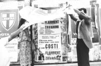 Peppino Calderisi ed altri militanti staccano manifesti elettorali abusivi (BN)