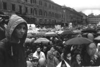 Marcia Pasqua '83. Per tre milioni di vivi subito. Comizio conclusivo sotto la pioggia a piazza Navona. Emma Bonino, sul palco con impermeabile e foll