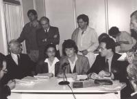 Pannella, Spadaccia, Scopelliti, Aglietta, Giandomenico Caiazza. A destra, in secondo piano, di profilo: Luigi Cerina. (BN)