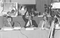 Tavolo di presidenza, durante una votazione del Consiglio Federale. In primo piano: Giovanni Negri, Domenico Modugno, ??? In secondo piano: Aligi Tasc