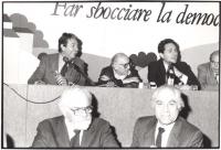 Teodori, Stanzani, Rutelli seduti sul palco del 33° congresso straordinario del PR  (BN)