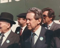 marcia di Pasqua '84 contro lo sterminio per fame per 3 milioni di vivi subito. Flaminio Piccoli (deputato DC) sul palco, si intravede il rabbino Toaf