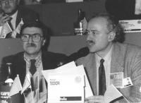 """""""ritratto di Paolo Cesari (giornalista) e Sergio D'Elia, nel corso del 36° congresso del PR, II sessione,  (BN)"""""""