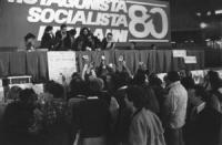 """""""22° congresso PR. Banner """"""""il protagonista socialista degli anni '80"""""""" con logo PR. Operazioni di voto sotto la presidenza. (BN) buona"""""""