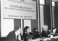 2° congresso Cora, II sessione. Banner e presidenza: Del Gatto, Taradash, Vanna Barenghi (BN)