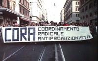 """""""corteo antiproibizionista contro la nuova legge Jervolino - Vassalli sulla droga. Striscione: """"""""CORA, coordinamento radicale antiproibizionista""""""""."""""""