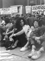 """""""sit in di protesta di militanti del PR e di """"""""wolmosci Pokoi"""""""" davanti all'ambasciata cinese di Varsavia per protestare contro la repressione di piaz"""