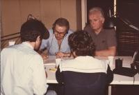 Enzo Tortora e Mauro Mellini negli studi di Radio Radicale (serie di 5 foto sul tema).