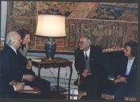 Il Presidente della Repubblica Scalfaro riceve al Quirinale il sindaco di Sarajevo Kresevljakovic, Emma Bonino e Marino Busdachin. Importante