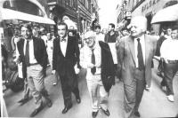 Teodori, Stanzani, Zevi, Mellini durante un corteo a via Condotti.  (BN)   (danneggiata)