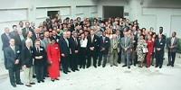 Foto di gruppo della Conferenza per l'istituzione del tribunale penale internazionale permanente per i crimini contro l'umanità presso l'ISISC (istitu