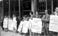 manifestazione del Cora davanti alla sede del partito socialista belga per la legalizzazione delle droghe.