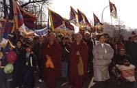 Samdong Rinpoche e Pannella durante la marcia della 1° manifestazione europea per la libertà del Tibet.