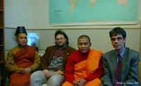 Da sinistra: Rev. Karunalankar Bhikku (Rappresentative of Peace Campaign), tizio sconosciuto, Rev. Prajnalankar Bhikshu (general seretary Peace Campai