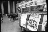 """PROVINI. Furgone e tavolo raccolta firme a Piazza del pantheon. Striscione: """"Liberare i prigionieri dell'esercito e della politica. Logo PR (testa con"""