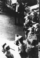 Piazza della Cancelleria. Poliziotto in borghese armato di pistola non di ordinanza. Il giorno in cui fu uccisa Giorgiana Masi (BN) ottima, importante