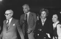 Pantheon. Notte dell'approvazione definitiva della legge sul divorzio. Pannella, Umberto Terracini (PCI, presidente LID) e Luciana Castellina (BN). Ot