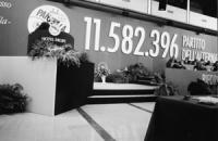 """2° congresso del Movimento dei Club Pannella. Bella foto del banner con logo e scritta: """"11.582.396 (sono il numero delle firme sui 20 referendum) par"""