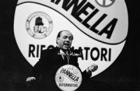 Silvio Berlusconi (presidente FI) interviene, da presidente del consiglio appena nominato, dalla tribuna dela Convenzione dei Riformatori. Dichiarerà