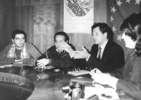 Marino Busdachin presiede un meeting sul Partito Radicale Transnazionale con deputati e giornalisti georgiani a Tiblisi (BN). Con radicali russi tra c