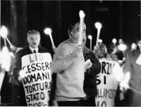 Pannella con una fiaccola in mano. Notturno.Fiaccolata. Festegiamenti al Pantheon  per l'approvazione alla Camera della legge sul divorzio. Il DDL For