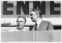 """Pannella e Loris Fortuna sul palco. Grande comizio a Piazza Cavour (davanti al Cinema Adriano dove proiettavano: """"Ardenne '44: un inferno).  (BN) otti"""