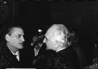 Pannella a colloquio con Mino Martinazzoli (segretario DC) durante il 32° congresso pr II sessione.  (BN)