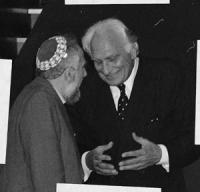 Consiglio federale del PR a Gerusalemme. Pannella parla con un rabbino (BN) buona