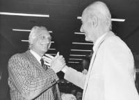 Pannella stringe la mano a Indro Montanelli (BN) ottima