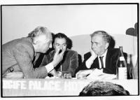 Pannella parla con Tortora. Vicino Gaetano Azzolina. (BN)