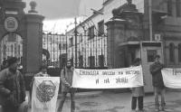"""""""Manifestazione in diverse capitali per la libertà di informazione, riferita  in particolare alle elezioni in Italia e Spagna. Manifestanti radicali d"""