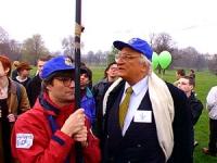 """Pannela e Maurizio Turco durante la manifestazione per la legalizzazione della marijuana in Gran Bretagna organizzata dal settimanale """"Independent on"""