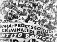 """""""striscione radicale alla marcia Perugia-Assisi: """"""""Bosnia: processo subito ai criminali di guerra. PR"""""""" (BN) foto ANSA"""""""