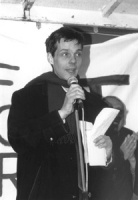 Olivier Dupuis (segretario del PR) parla dal podio al termine della 1° manifestazione europea per la libertà i Tibet. (BN) figura intera