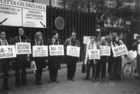 Piazzale Clodio. Militanti della Lista Pannella  (tra cui Rita Bernardini) consegnano alla Magistratura formale denuncia per violazione dei diritti Ci