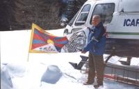 La bandiera tibetana e quella del PR vengono portate in cima al Monte Bianco. Importante.
