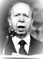 Ritratto di Lamberto Dini. Ex ministro Tesoro del governo Berlusconi (1994), Presidente del Consiglio (1995 - 1996), Ministro degli Esteri del governo